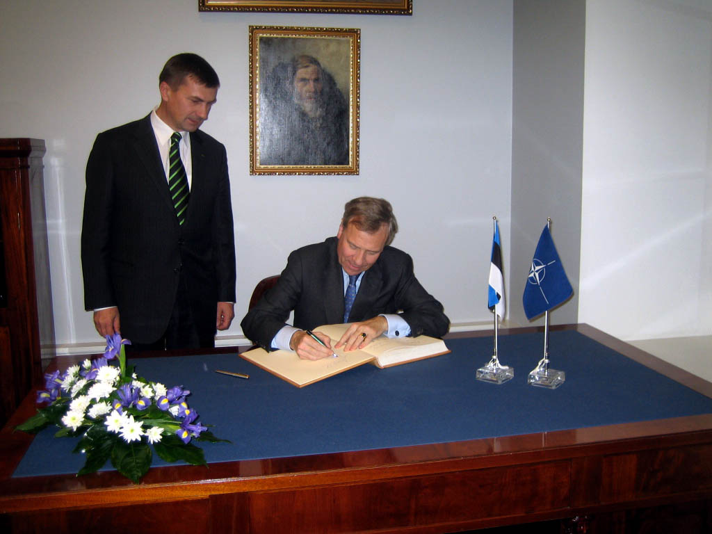 From left to right: the Prime Minister of Estonia, Andrus Ansip and NATO Secretary General, Jaap de Hoop Scheffer