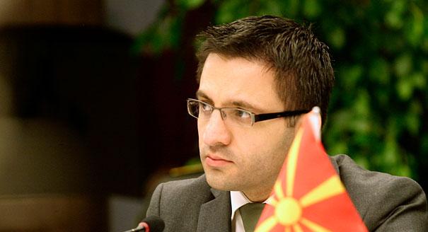 Macedonia pushes NATO, EU membership