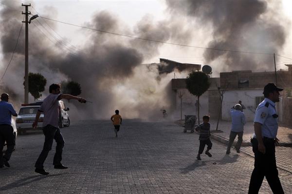 Syria mortar fire into Turkey