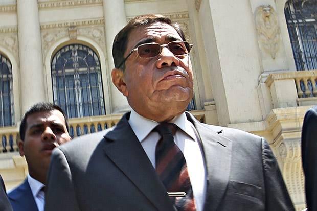 Top News: Morsi dismisses Mubarak-era prosecutor general Abdel-Meguid Mahmoud