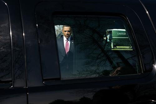 WHIT HOUSE PHOTO: Barack Obama walking to motorcade