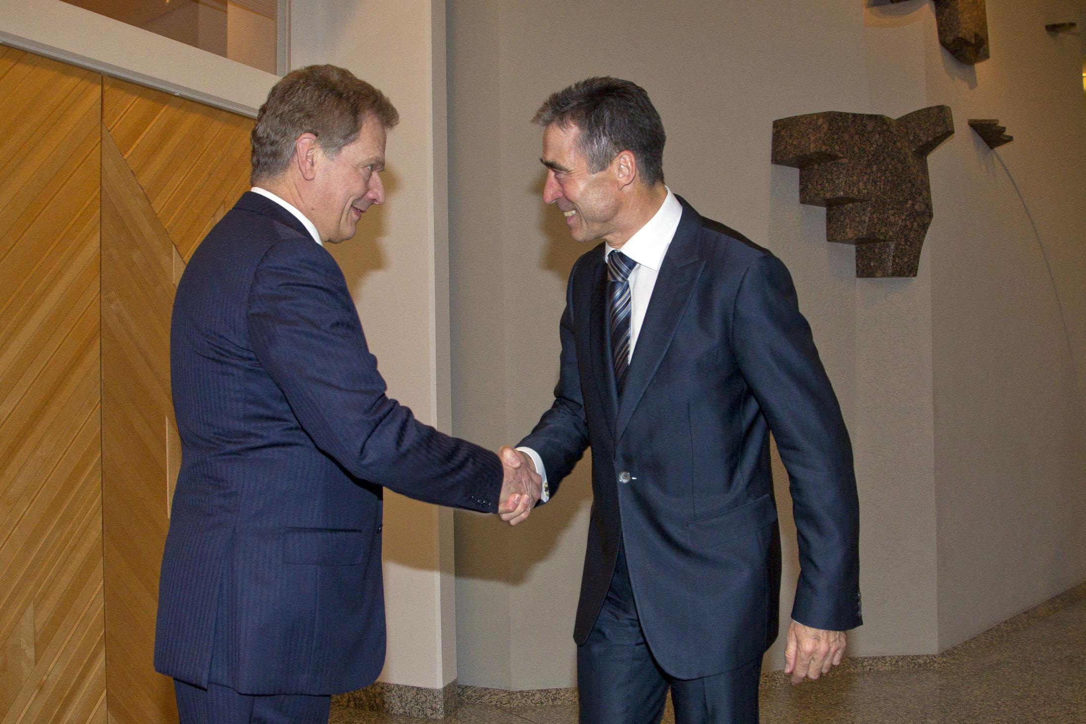 President of Finland Sauli Niinisto and NATO Secretary General Anders Fogh Rasmussen, Nov. 14, 2012