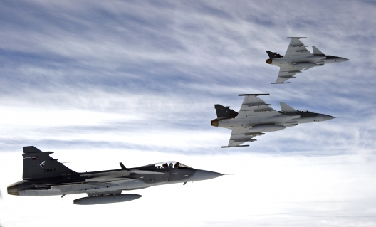 Sweden Responds to  Russian Exercises by Sending Jets to Baltic Base