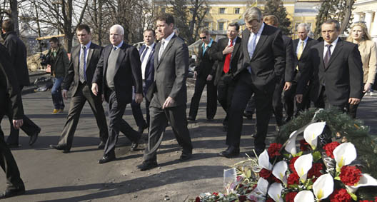 Senators McCain, Durbin Push Congress to Sanction Russia