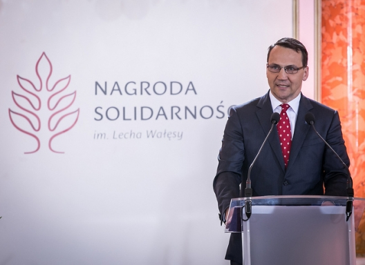 Sikorski Calls for Major US Base in Poland