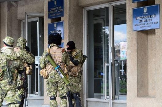 Armed men outside Sloviansk city council, April 14, 2014