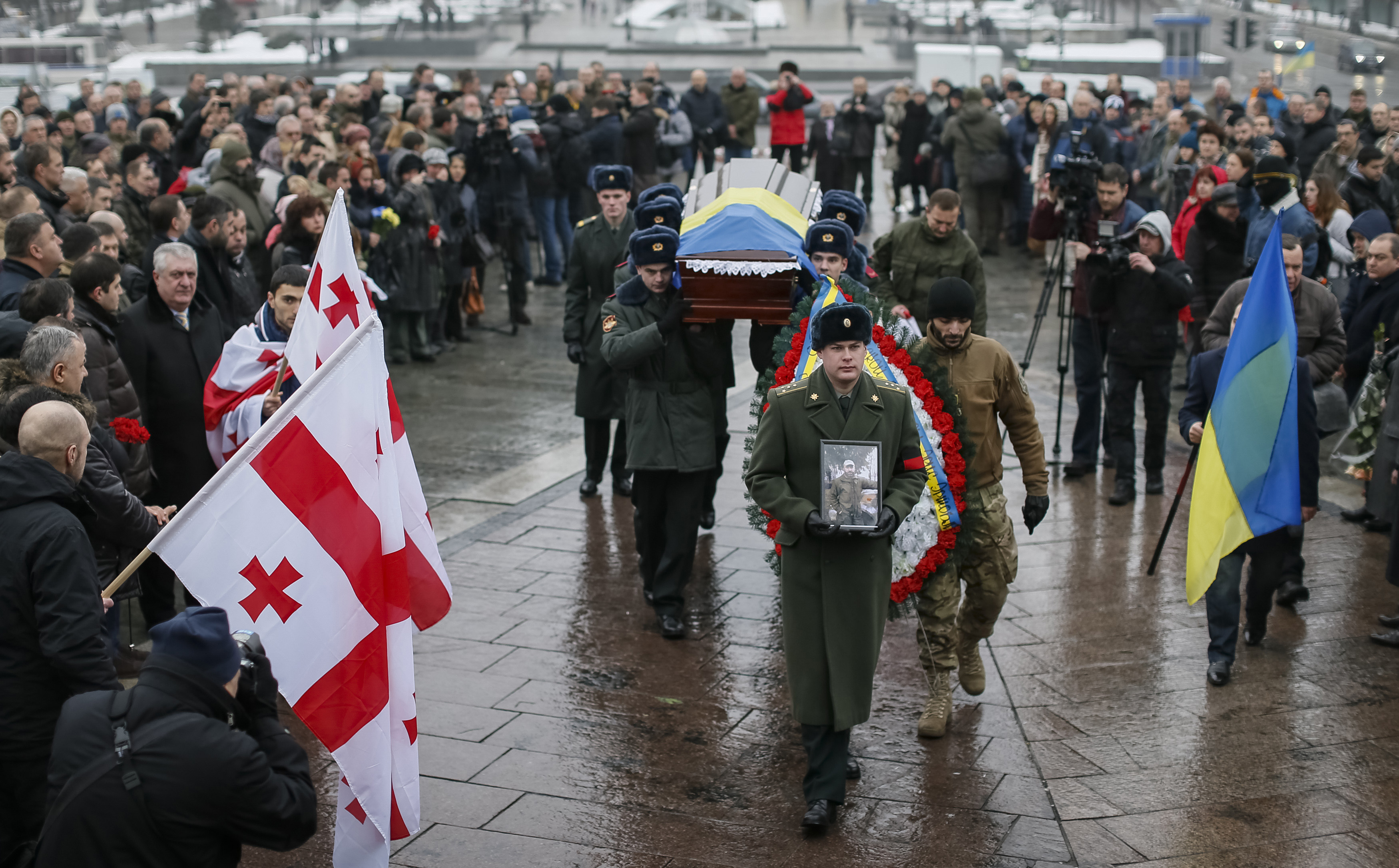 US Should Provide Arms, Military Aid to Ukraine, Eight Ex-Officials Say