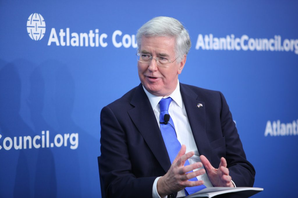British Defense Secretary Calls for Tightening Noose Around ISIS