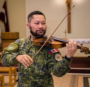 Photo 3 Lao guy playing violinThumb