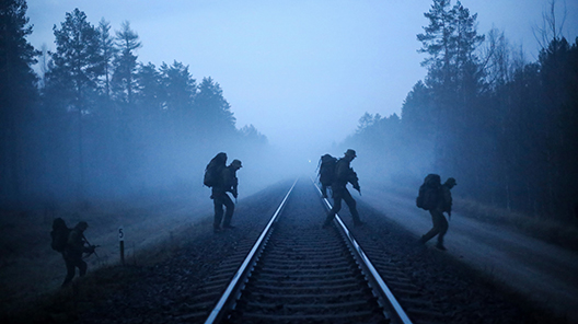 Photo 2 soldiers in the mist large