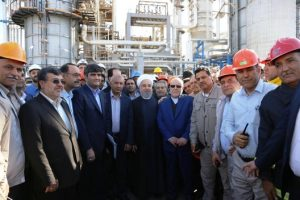 Iran's President Hassan Rouhani visiting an oil refinery in Bandar Abbas (Photo: baorco.ir)