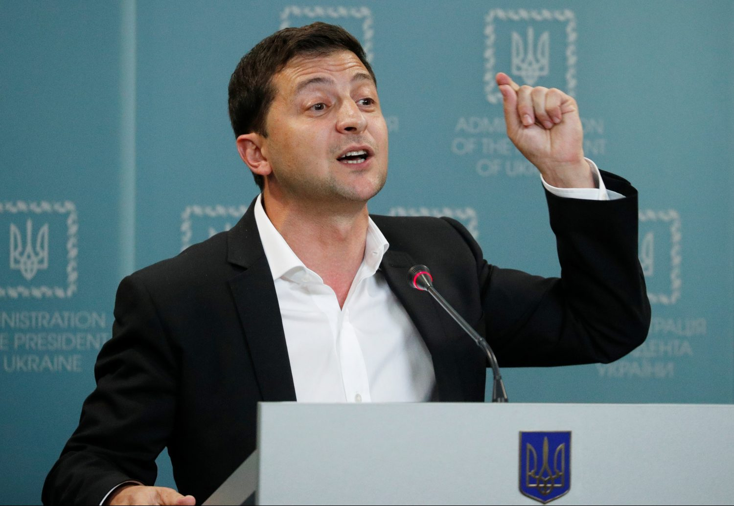 Mr. and Mrs. Zelenskyy trip up on gender roles again