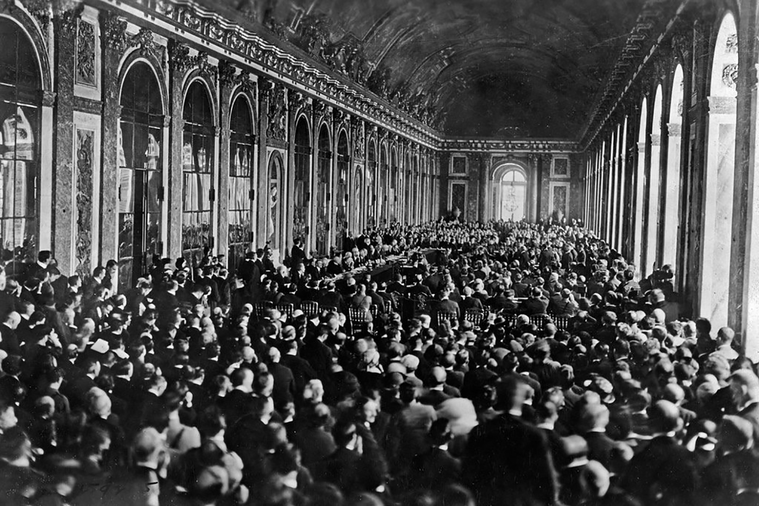Review Perils Of Reading History >> From Versailles To Davos Confronting Historic Perils