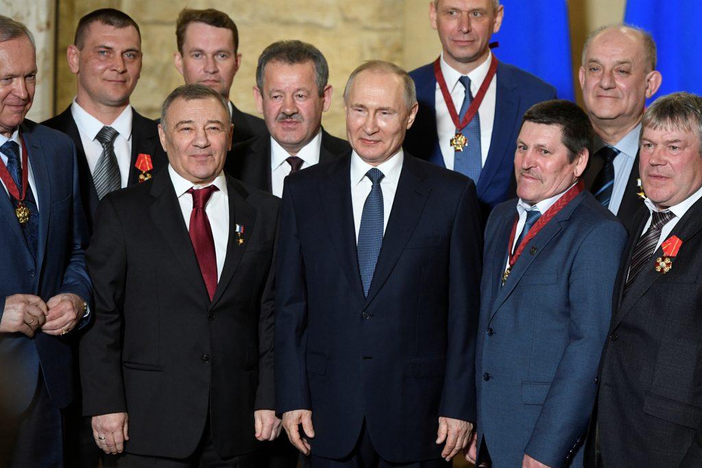 Ukraine's Russia sanctions target Putin's inner circle